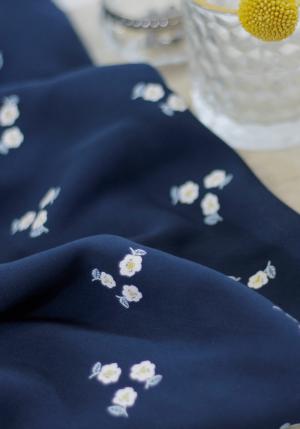 Twill de viscose Bleuroz par Little Fabrics